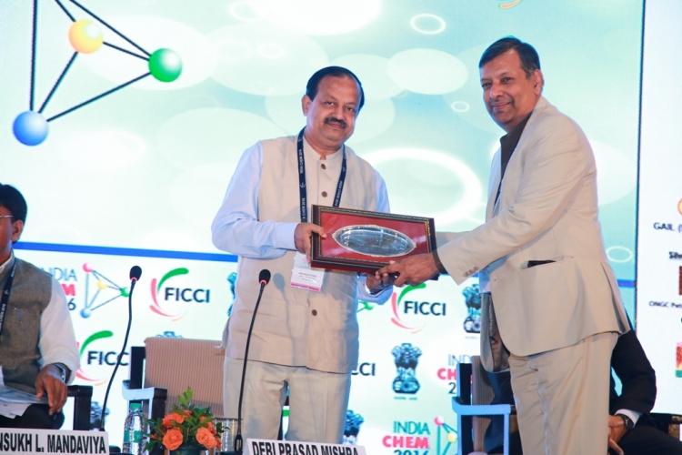 Shri Deepak Mehta of FICCI felicitating Honourable ...