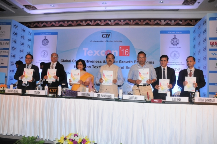 Honble Minister, Industries unveiling the theme paper ...